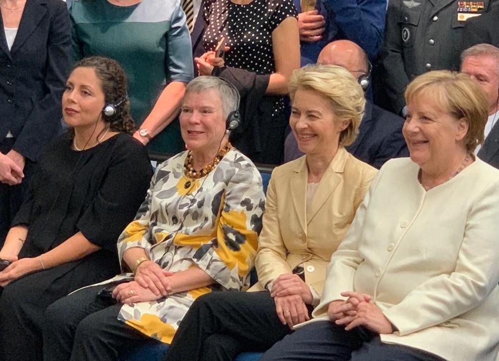 Frauen de Unfähgigkeit, Dummheit und Korruption