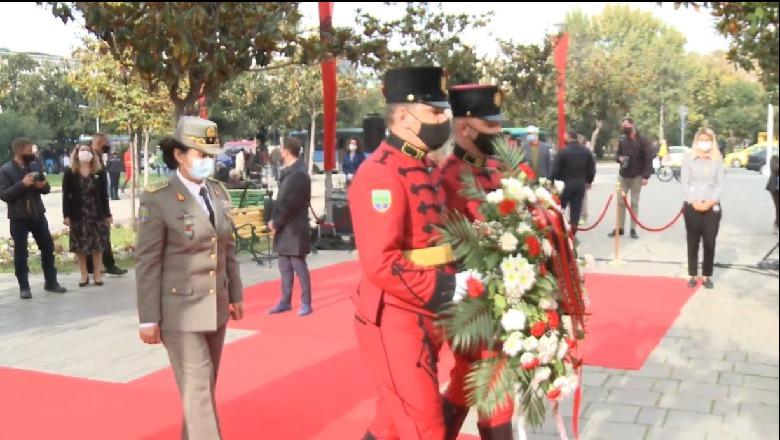 76-vjetori i çlirimit të kryeqytetit/ Ceremoni përkujtimore tek 'Ushtari i Panjohur', i pranishëm kryebashkiaku Veliaj - Shqiptarja.com