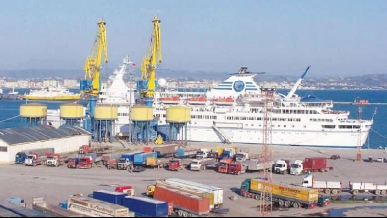 Të fshehur në kamion drejt Italisë, ndalohen tre të rinj në Portin e Durrësit, arrestohet shoferi - Shqiptarja.com